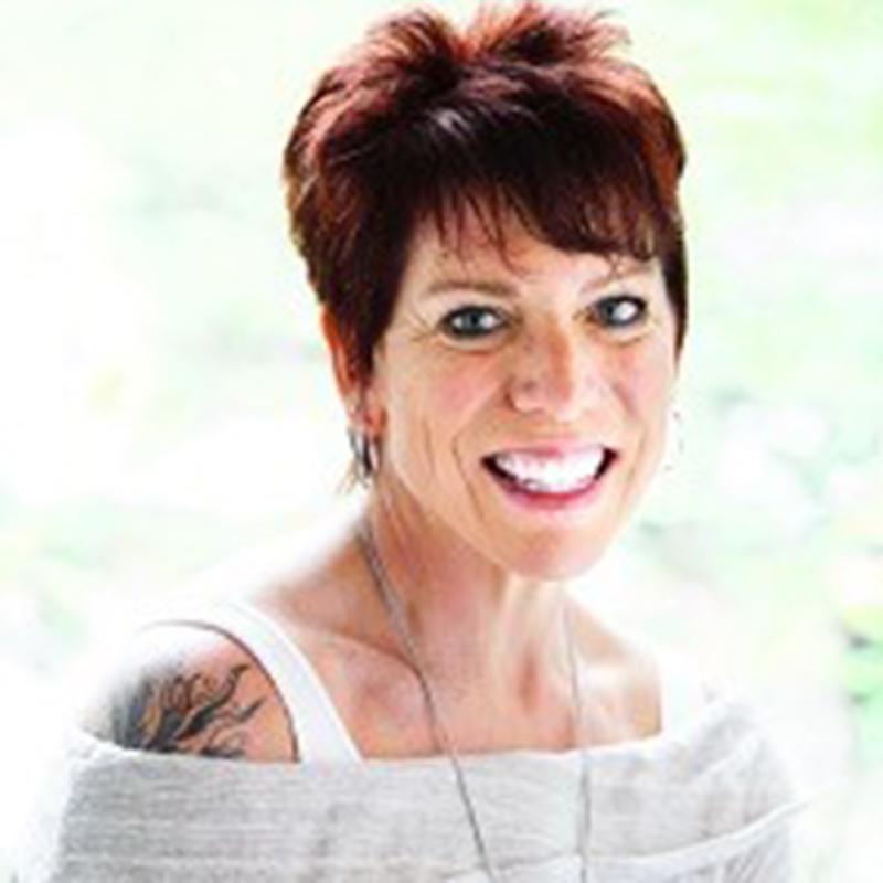 Kate Lindholm - Headshot